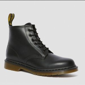 Never worn Dr. Martens smooth 101 6-eye boots